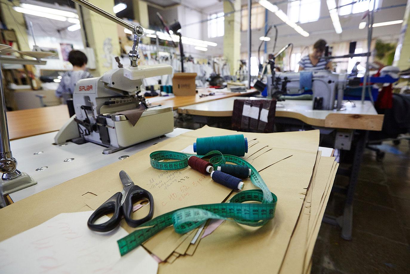 фото швейного цеха женской одежды